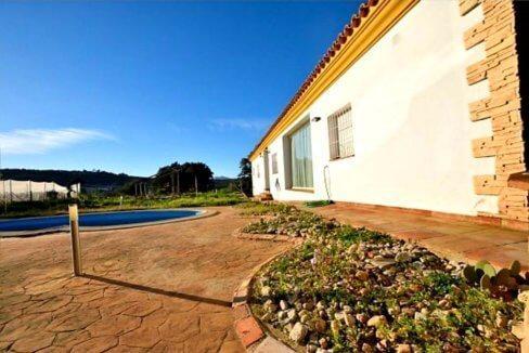 Moderner Wohnkomfort in traumhafter andalusischer Landschaft-01