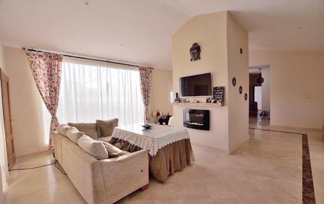Moderner Wohnkomfort in traumhafter andalusischer Landschaft Titelbild