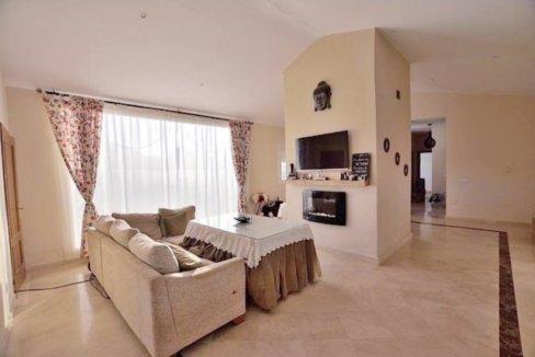 Moderner Wohnkomfort in traumhafter andalusischer Landschaft
