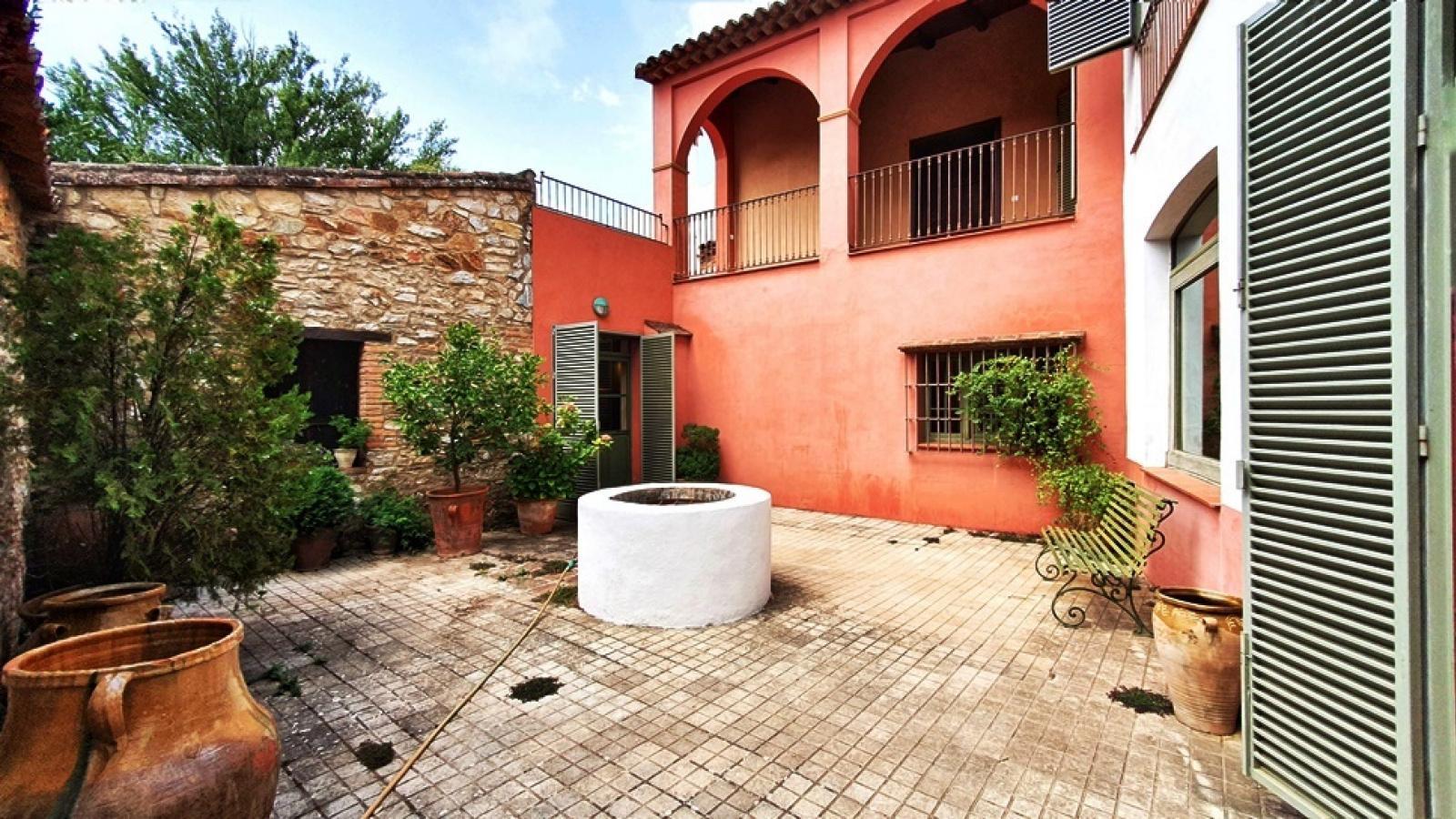 Beeindruckendes Haus mit Garten und Pool
