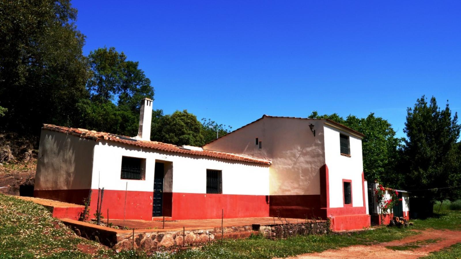 Finca mit 20 Hektaren in der Nähe von Fuenteheridos